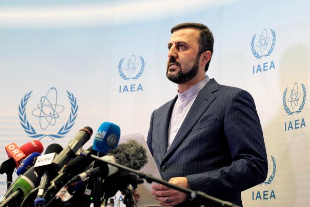10日、IAEA特別理事会後に取材に応じるイランのアバディIAEA担当大使(ウィーン)