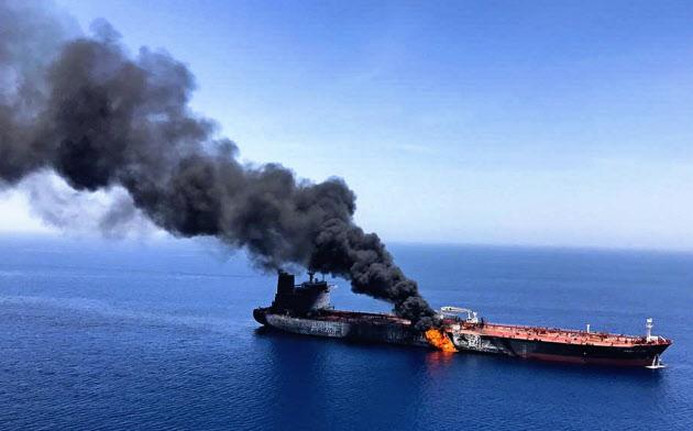中東のホルムズ海峡周辺では6月中旬にタンカーが攻撃を受ける事件が起きた=AP