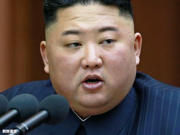 最高人民会議で施政演説する金正恩委員長(4月12日、平壌)=朝鮮中央通信