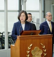 カリブ海4カ国歴訪の出発に前に談話を発表する蔡英文総統(11日、台湾北部の桃園空港)=総統府提供