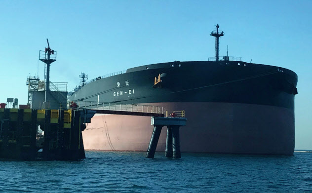 中東リスクが広がり、原油タンカーにかかる保険料が上昇している(千葉県の港)