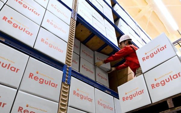サマリーが預かった箱は大型物流倉庫で保管される