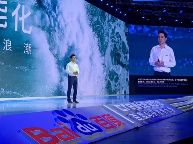 百度はAIの活用で有害情報の処理を増やした(3日、北京市で講演する李彦宏CEO)