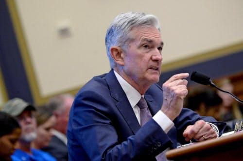 米議会で証言するFRBのパウエル議長(ワシントン)=ロイター