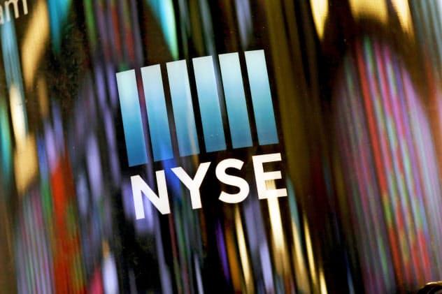 ニューヨーク証券取引所(NYSE)では、ダウ平均が5営業日ぶりに最高値を更新した=AP