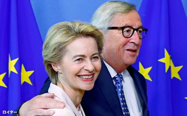 ブリュッセルにはEU本部がある(ユンケル欧州委員長(右)とフォンデアライエン独国防相)=ロイター