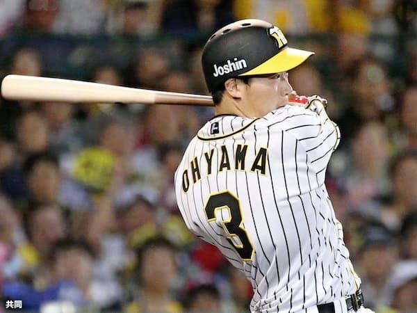 7月7日の広島戦、7回に先制二塁打を放つ大山。50打点はリーグ5位タイだ=共同