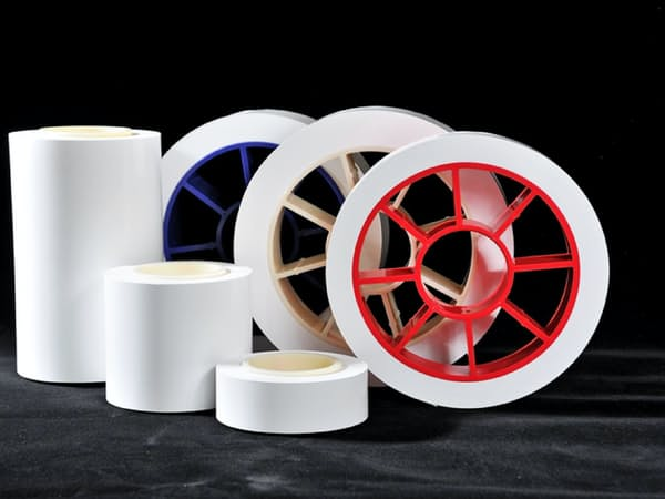 セパレーターはリチウムイオン電池の発火を防ぐ機能などを持つ(東レの製品)