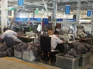 追加関税で中国製家具の対米輸出は減っている(河北省廊坊市の家具工場)