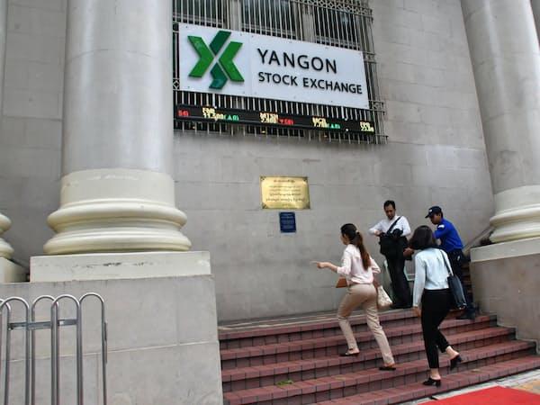ミャンマー証券取引委員会は12日、ヤンゴン証券取引所での外国人投資家の取引を認める通達を出した