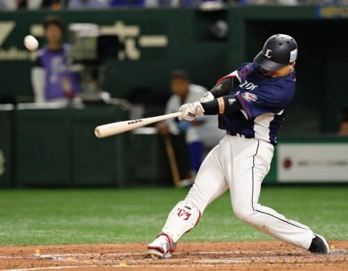 2回全パ2死一塁、森が右越えに先制2ランを放つ(12日、東京ドーム)=共同