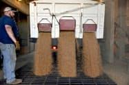 6月の米卸売物価は市場予測を上回った(米オクラホマ州の農協集荷施設)=ロイター