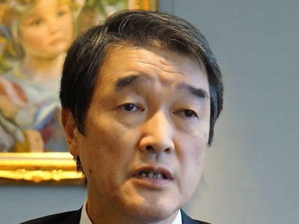インタビューに答える千代田化工の大河一司会長兼CEO