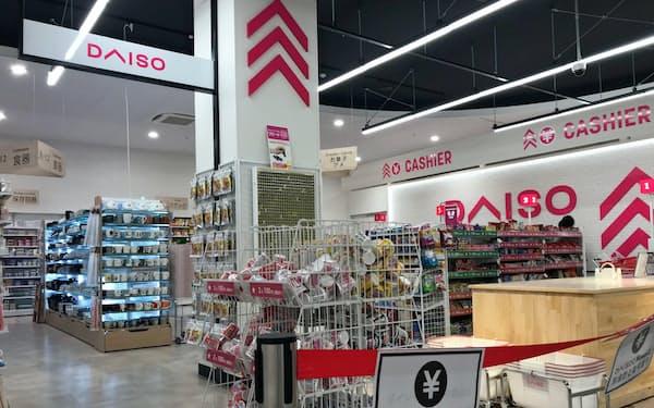 6月にホームセンター内に開店した「ダイソー島忠ホームズさいたま中央店」(さいたま市)