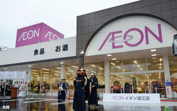 イオン浪江店の開店セレモニー(14日、福島県浪江町)=共同