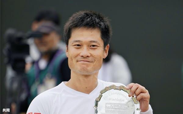 車いすの部男子シングルスで準優勝した国枝慎吾(14日、ウィンブルドン)=共同