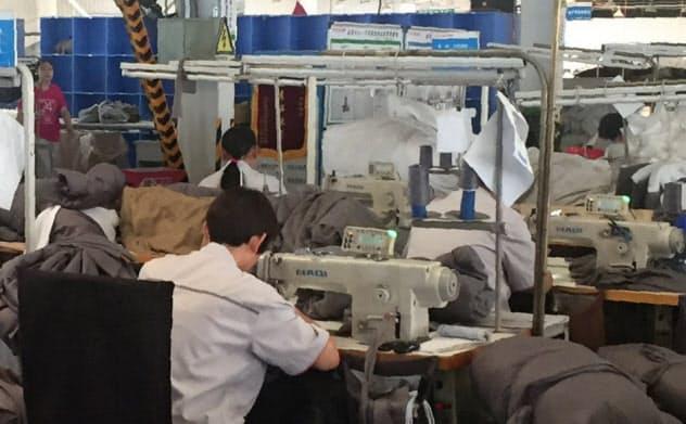 環境規制、貿易戦争と中国の家具産業は逆風続き(廊坊市の家具工場)