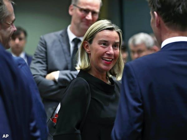 EUの外相理事会にのぞむモゲリーニ外交安全保障上級代表(15日、ブリュッセル)=AP