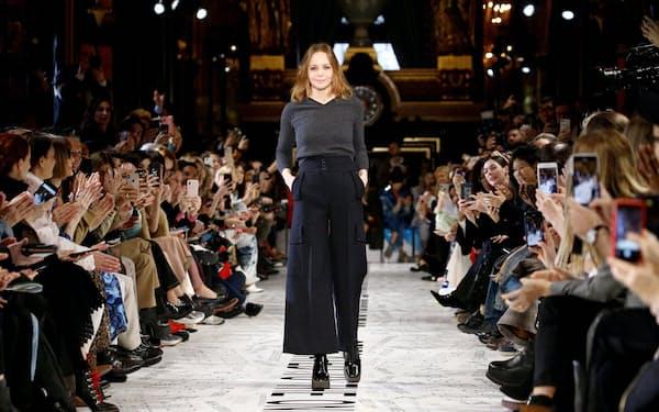 4月のパリでのファッションショーに現れた英デザイナーのステラ・マッカートニー氏=ロイター