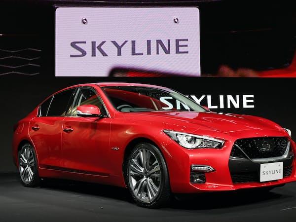 日産自動車が発表した新型「スカイライン」(16日、横浜市西区)=岩田陽一撮影