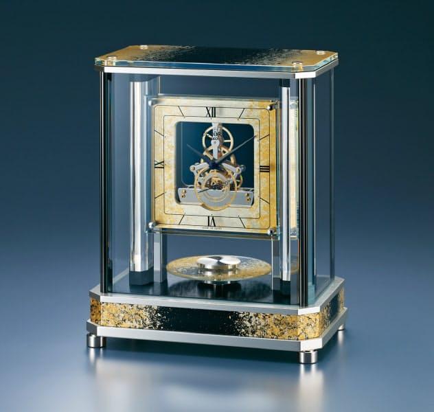セイコークロックが8月23日に発売する金箔の高級置き時計「AZ754G」