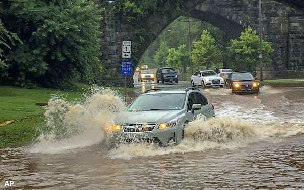 米国内で洪水が頻発するなど、気候変動は他人事ではなくなってきている(ペンシルベニア州フィラデルフィア=AP