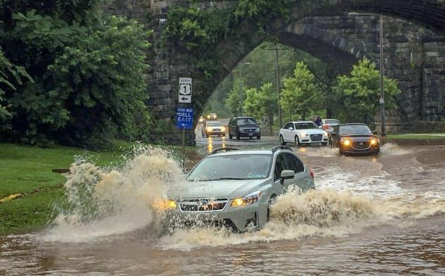 米国内で洪水が頻発?#24037;毪勝傘?#27671;候変動は他人事ではなくなってきている(ペンシルベニア州フィラデルフィア=AP