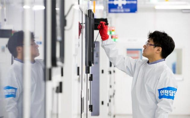 サムスン電子によるフッ化水素の品質性能試験の結果は2~3カ月後に判明する(サムスンがソウル郊外で操業する半導体工場)