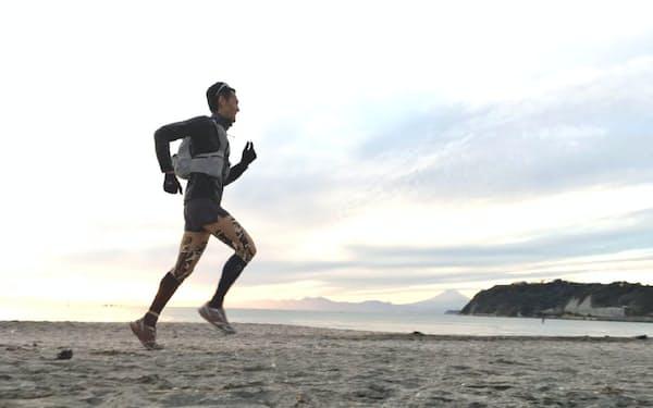 地道にこつこつと走るのが陸上の練習だ(鎌倉の浜辺での冬季トレーニング)