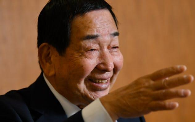 おきつ・よしあき 1941年大阪府生まれ。73年に同志社大大学院修了。岩井証券(現岩井コスモホールディングス)には84年に入社。95年に岩井証券の社長に就任し、コスモ証券との合併などに尽力。2016年より現職。
