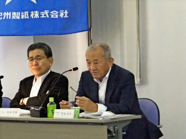 北越紀州製紙の岸本晢夫社長(右)は豪腕で知られてきた(2017年6月のアナリスト向け説明会)