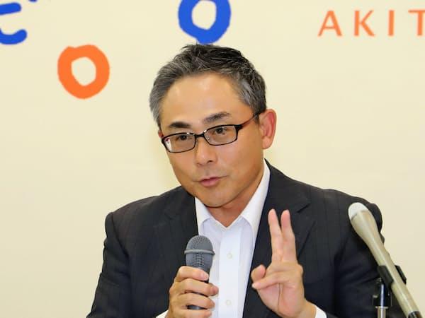 会見する大橋鉄工の大橋雅史社長(16日、秋田県庁)