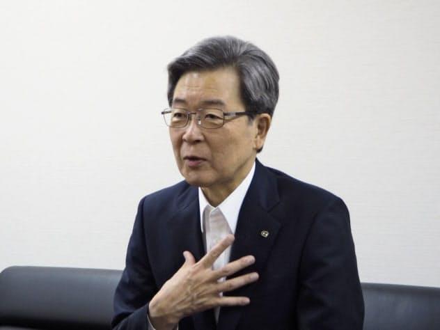 北海道経済連合会の真弓明彦会長(16日、札幌市)