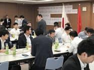 候補地選定や商習慣の違いなどベトナム進出に関する情報交換が行われた(12日、福岡市のさぎん福岡ビル)
