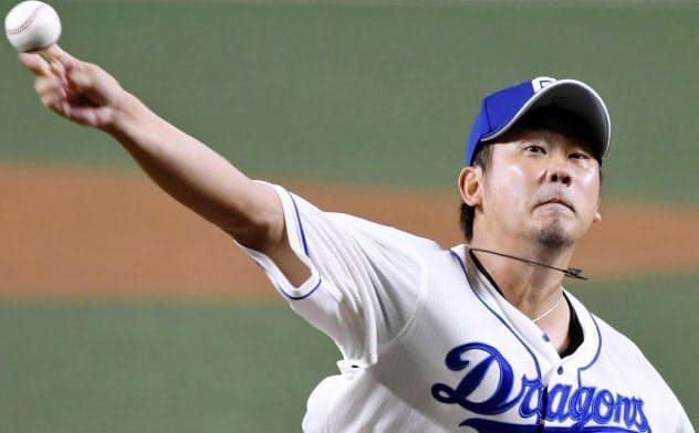 今季1軍初登板となった阪神戦に先発し、力投する中日・松坂=共同
