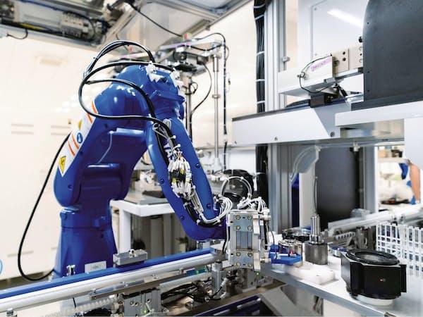 安川電機はロボット内部のモーターから100万分の1秒単位でデータを収集(埼玉県入間市のモデル工場)