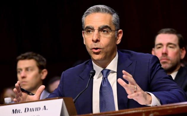 16日、上院銀行委員会でデジタル通貨「リブラ」について証言するデビッド・マーカス氏=ロイター