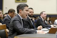 米下院の公聴会で質問に答えるグーグル幹部(16日、ワシントン)=AP