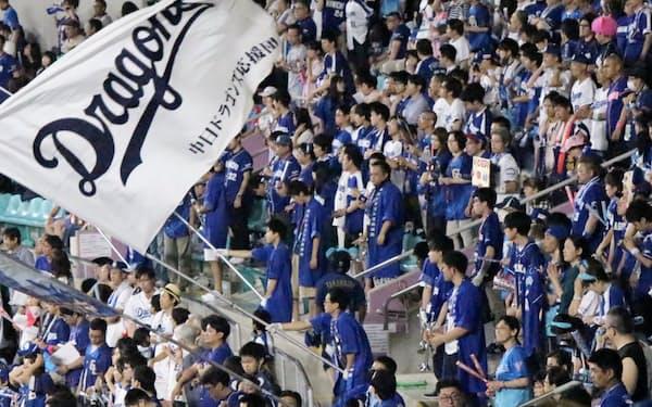 中日ドラゴンズの応援歌を巡り、「おまえ」呼ばわりが話題に(ナゴヤドームの外野席から応援するファン)