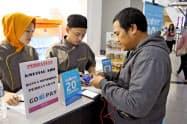 インドネシアでゴジェックのスマホ決済「ゴーペイ」を使える店が増えている(ジャカルタ郊外のショッピングセンター)