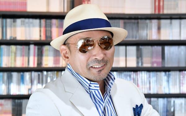 1960年、川崎市生まれ。「クレイジーケンバンド」ボーカル。98年アルバムデビュー、ソウルやジャズなど様々な要素を取り入れた音楽で人気。8月7日に新譜「PACIFIC」を発売予定。