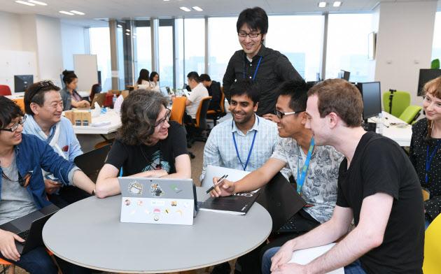 ニューラルポケットでは外国人社員がサービス開発を主導している(東京都千代田区)
