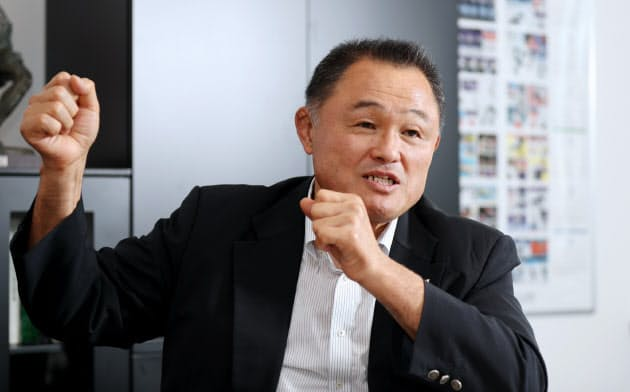 インタビューに答える日本オリンピック委員会の山下泰裕会長(17日、東京都新宿区)