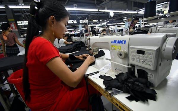 ミャンマーでは縫製業での外国投資が目立つ(3月、ヤンゴン市内の工場)