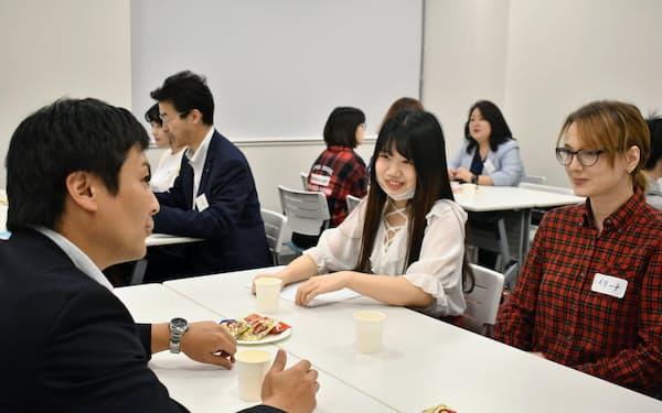 関西大学は留学生と企業をマッチングする支援プログラムを手掛ける