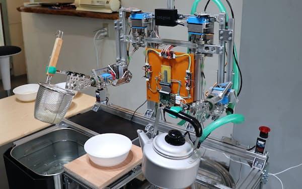 うどん湯切りロボットは讃岐うどんのおいしい作り方を教える(高松港周辺)