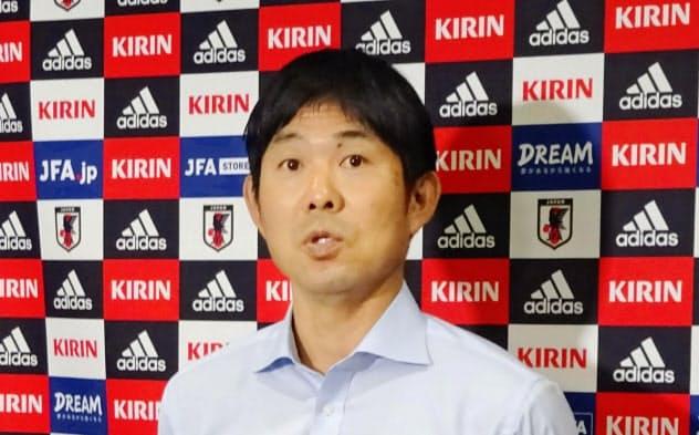 サッカーW杯カタール大会アジア2次予選の組み合せが決まり、取材に応じる日本代表の森保監督(17日、東京都文京区)=共同