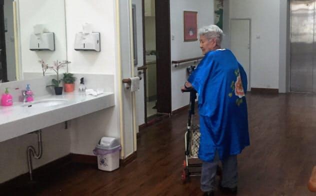 高齢化による社会保障負担は急拡大する(中国・大連市内の介護施設)