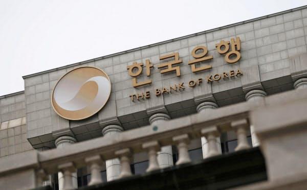 利下げに踏み切った韓国銀行(ソウル)=ロイター