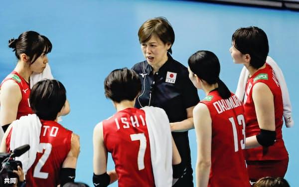 中田久美監督(中央)の下、全日本女子は9月14日からワールドカップに臨む(共同)